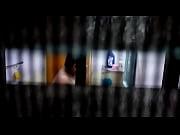 Прокладка торчит из трусов видео подборка