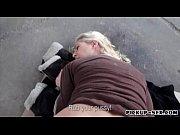 девушка мастурбирует к общественных местах видео