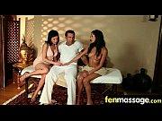 Порно видео красивого транса трахнули двое в одну дырку