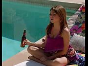 Голая Дженнифер Карпентер сидит на стульчике и светит своей волосатой киской