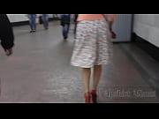 Сисястая тёлка мастурбирует видео