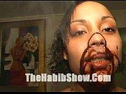Доктор брал клитор в рот посасывая его