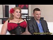 Голая женщина с большой грудью в художественном фильме