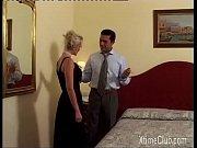 Жена сосет у мужа и лижет подруге