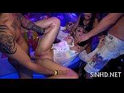 Порно садо мазо девушка упровляет мужчиной