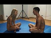 Смотреть видео одна зрелая на всех порно