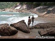 Sexo na praia com garotos brasileiros bem gostosos