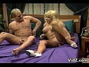 Порно трах целки с взрослым мужиком крупным планом