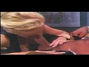 Порно женщина в розовых чулках