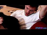 Как мужчина вставляет вибратор себе в попу видео
