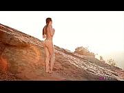 Женщина раздвигает ноги видео крупный план онлайн частное