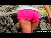 Порно видео девка ебет свою подругу страпоном