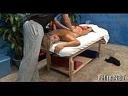 Видео лесбиянки суют себе в жопу резиновый член