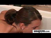 Горячая бисексуалка Стейси лижет своей подружке ее влажную писечку