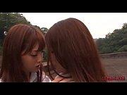 JKの制服コスプレプレなみづなれいが、野外でレズビアンプレイしてる みづなれい