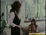 Раб лизун вычещает языком попку и киску своей хозяйке