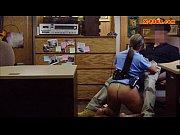 Видео две бабы ублажают мужика