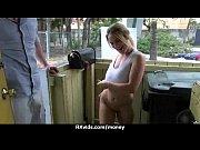 Стриптизёрка даёт полизать на сцене видео