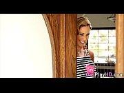 Парни поят девушку для траха видео