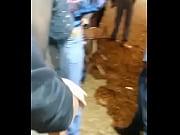 Девушка шла по парку ее схватили и превезали к дереву а потом трахал