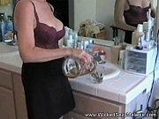 Зрелая мамочка и её подруга трахаются
