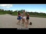 видео голые девки в общественном