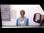 Молодая красивая блондинка мастурбирует порно видео