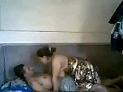 Подглядывает за зрелой сексуальной мамой и потом трахает её онлайн порно видео