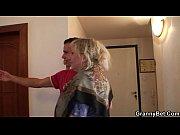 Порно сын трахнул мать когда она прибирала