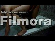 Сексуальная телочка трахается возле бассейна порно