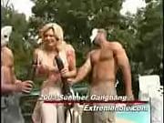 Публичное унижение сучки порно