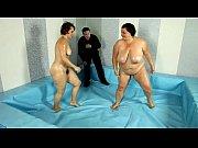 толстая голая девушка в трусах