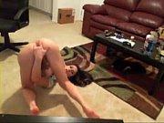 Блондинка с большой грудью мастурбирует киску