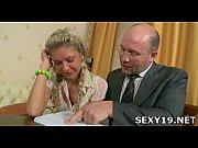 Пьяную русскую шмару ебут на улице видео