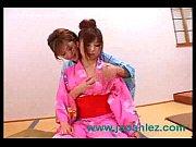 јапански лезбејке носе традиционалне одеће скину голи и сисати