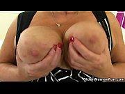 порно с длинниногой брюнеткой с короткой стрижкой в чулках