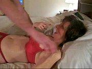 Девушка трахает мужика страпом