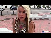 Русская госпожа заставляет лизать у любовника видео