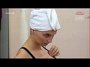 Мастурбация русской блондинки раком на полу на камеру порно видео
