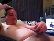 Брюнетку с шикарной попкой в ажурных трусиках ебут раком