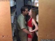 Три жеребца с внушительными хуями долбят блонди порно видео