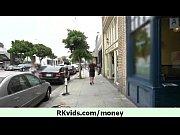 Трансика трахают в два члена видео
