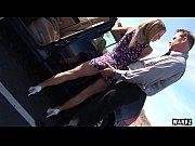 Парень залездевушке в трусики видео