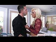 Порно пьяный папа трахает дочку и целуются