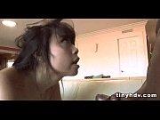 Видео мужчина трахает резиновую вагину
