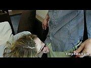 Сын повалил мать на кровать трахнул и закинул ноги