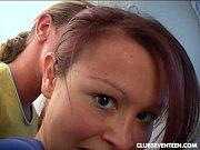 Парень смотрит порно а девушка дрочит ему