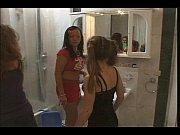Зрелая лесби совратила молодую порно видео