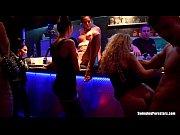 Порно блондинки и трех зрелых мужиков которые долбят ее вовсе дырки в три члена