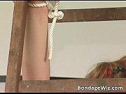 Голая девушка голая в подъезде видео